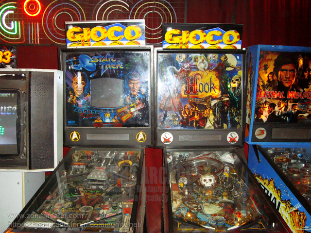 "Mesas pinball americanas: STAR TREK 25TH ANNIVERSARY y ""HOOK"", ambas de DATA EAST."