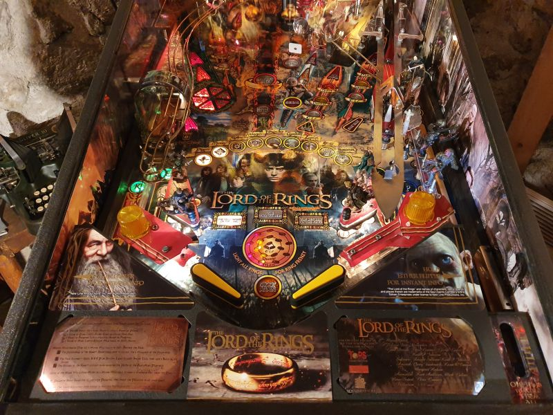 Lord%20of%20The%20Rigns%20Pinball%20Cards%20Mikonos%20seraph%20photo1.jpg